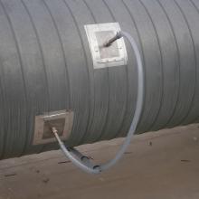 Detail napojení perf. trubic do potrubí odvádějícího vzdušinu z 1. lakovací linky