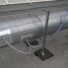 Detail napojení perf. trubic do potrubí odvádějícího vzdušinu z 2. lakovací linky